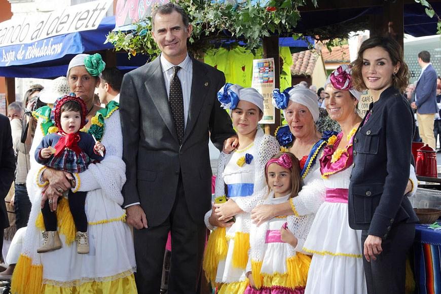 Don Felipe VI y doña Letizia visitan Colombres